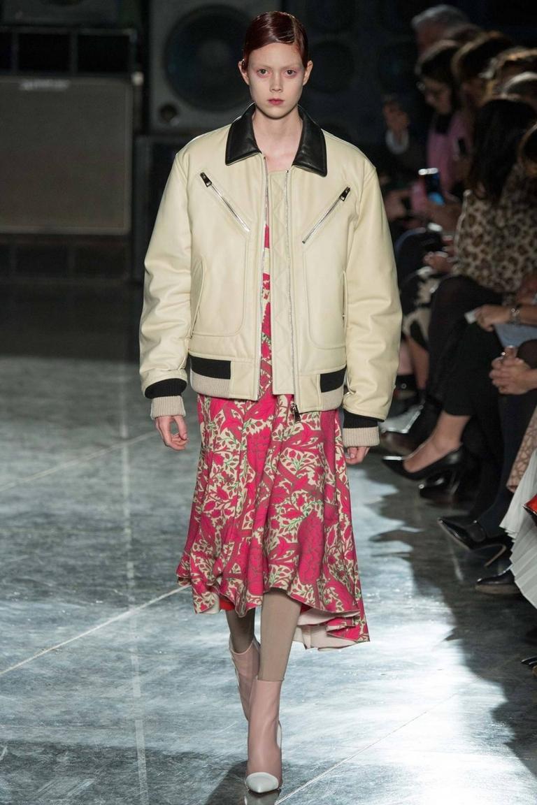 Кожаная модная куртка бомбер – фото новинка от Jonathan Saunders