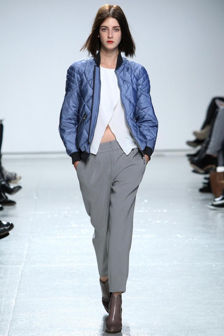 На фото: модная куртка бомбер – Rebecca Taylor