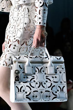 Красивая белая модная сумка Versace