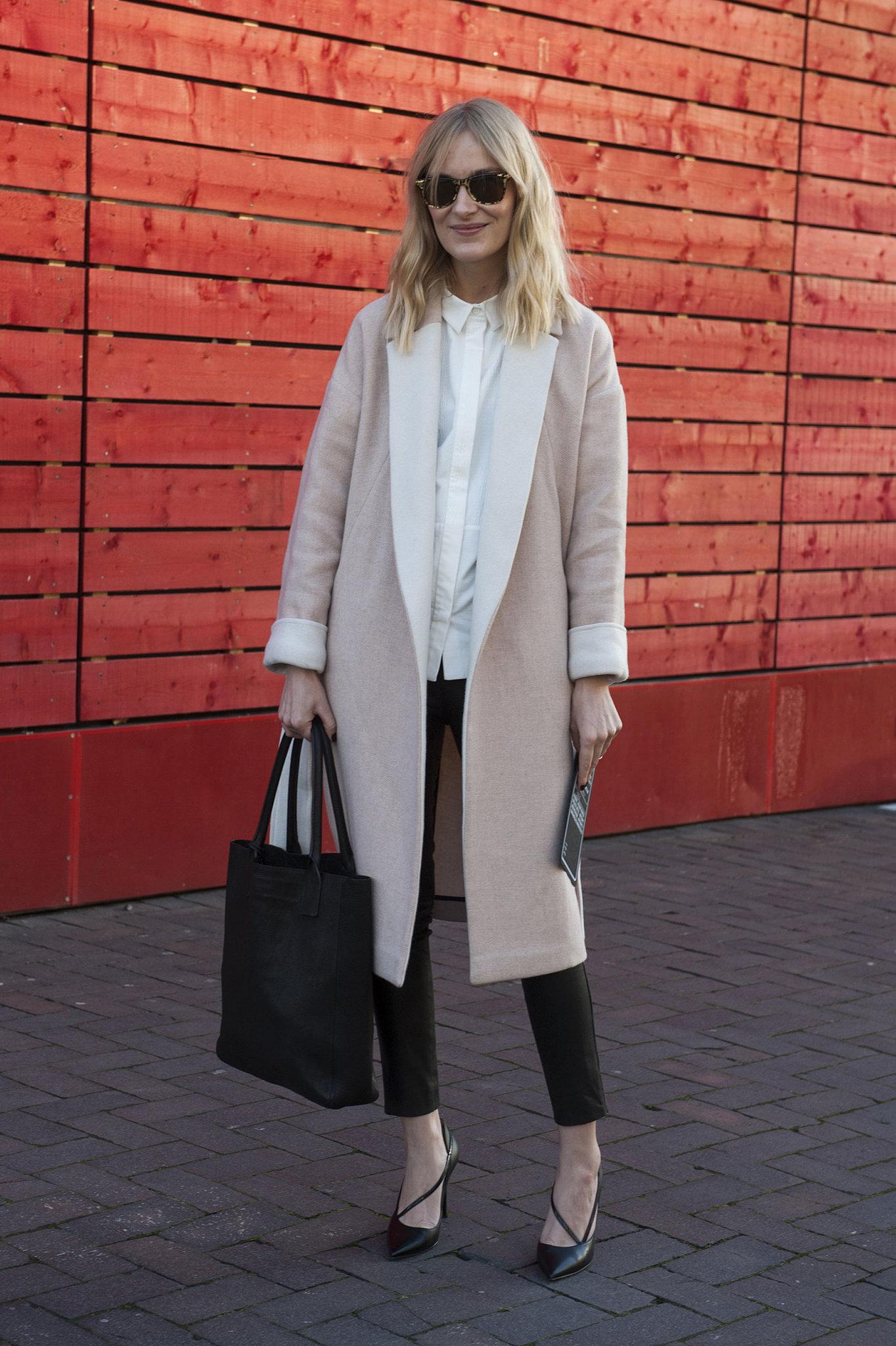 Пальто классического цвета