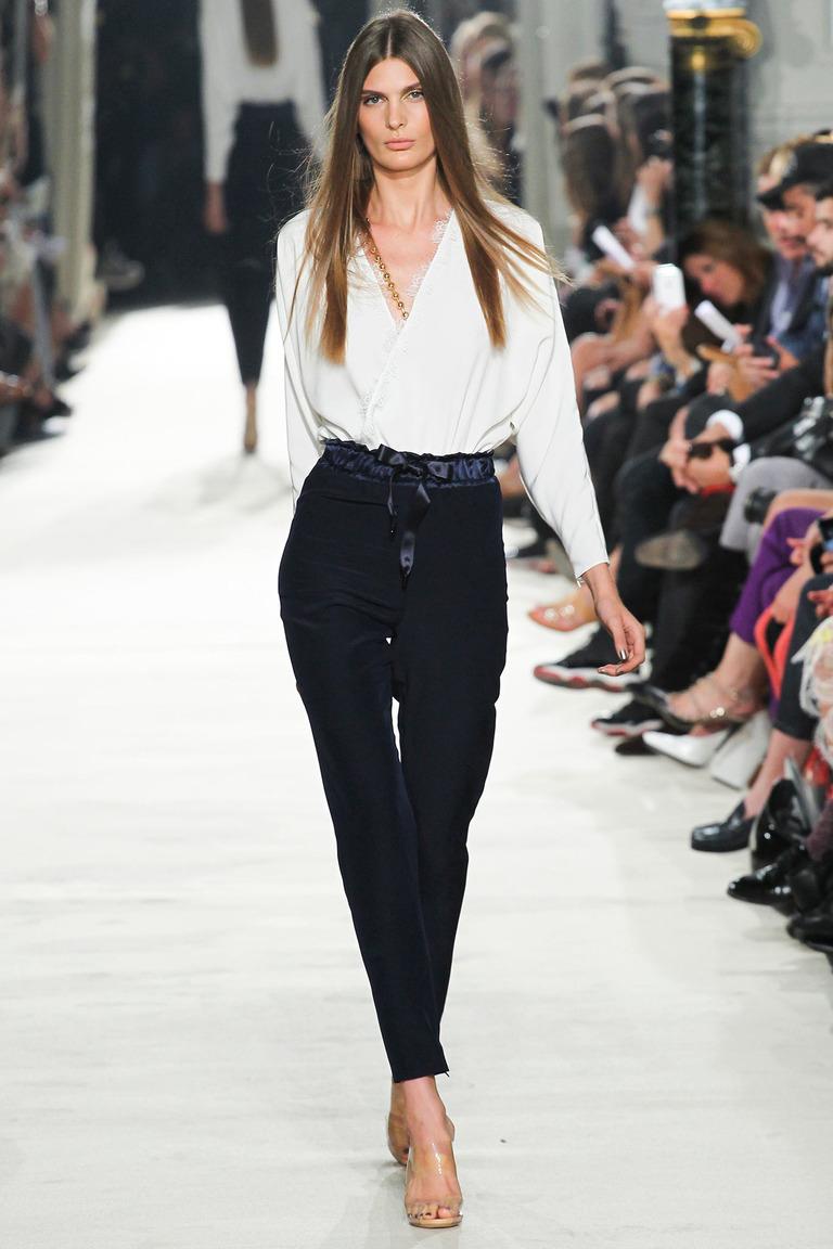 Модная блузка с запахом весна-лето с брюками – фото новинка от Alexis Mabille