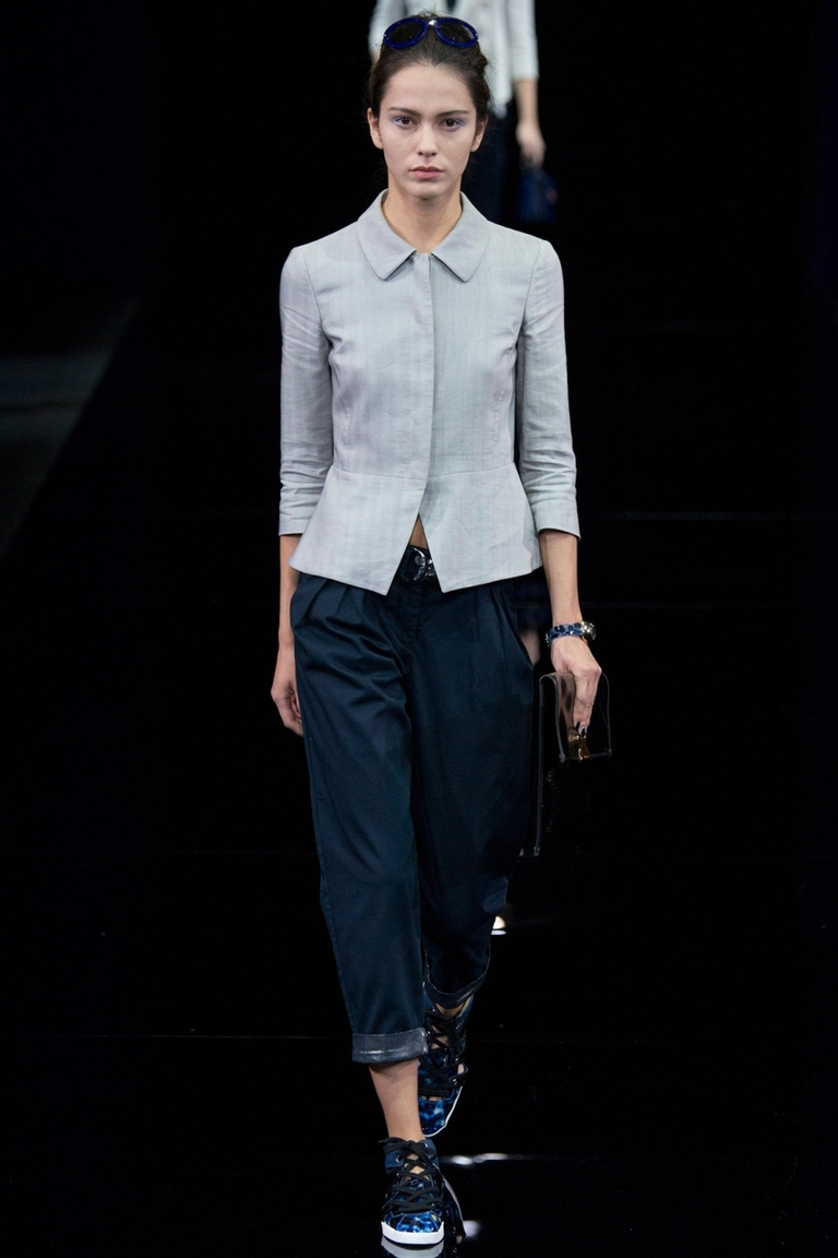Блузка весна лето Emporio Armani – а этот вариант для более строгого дресс-кода.