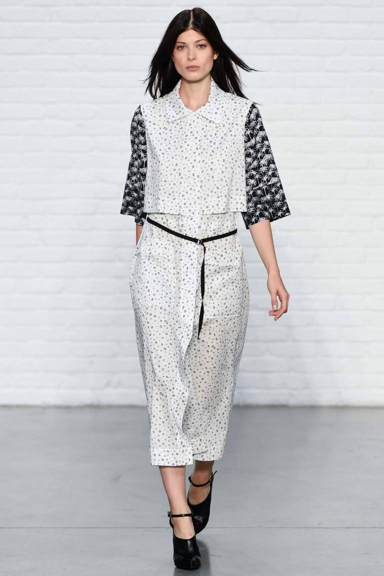 Модная блузка весна лето с короткими широкими рукавами — фото новинка от Yigal Azrouël