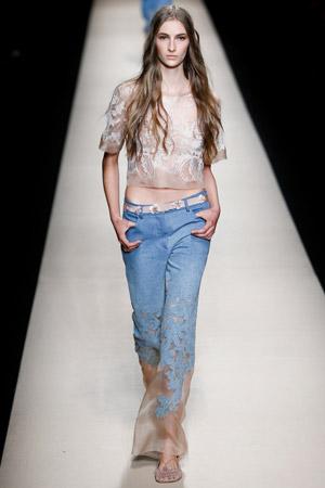 Широкие модные джинсы весна лето 2015 – Alberta Ferretti