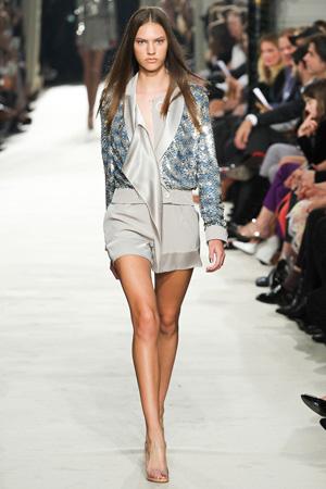 Модные серые короткие шорты весна лето 2015 – Alexis Mabille