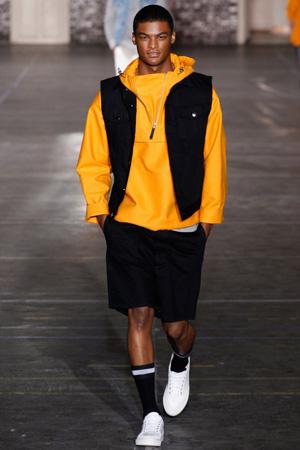 Желтая мужская кофта с классическими шортами – мода 2015 Ami