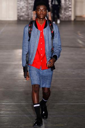 Мужская мода 2015 – Ami -  джинсовая куртка бомбер с шортами