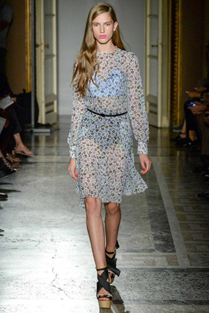 Мода весна лето 2015 – прозрачное платье Aquilano.Rimondi
