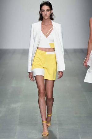 Яркие желтые модные шорты с завышенной талией весна лето 2015 - David Koma