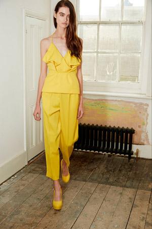 Мода весна лето 2015: широкие укороченные брюки, желтый топик и туфли - Edeline Lee
