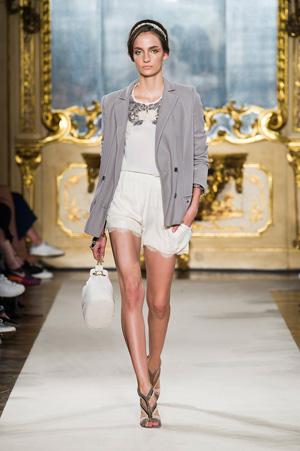 Белые модные шорты с рюшами весна лето 2015 - Elisabetta Franchi