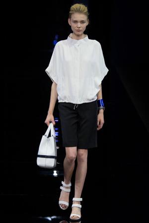 Удлиненные модные шорты весна лето 2015 с белой рубашкой - Emporio Armani