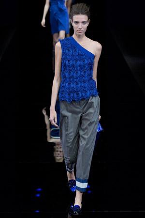 Мода весна лето 2015 – популярная синяя и серая расцветки – коллекция Emporio Armani