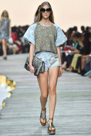 Модная футболка весна лето 2015 свободного кроя с короткими модными шортами – Roberto Cavalli