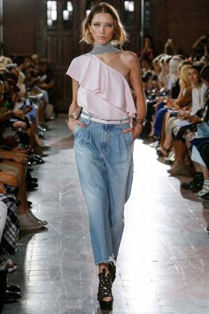 Модная розовая футболка весна лето 2015 – популярная модель на одно плечо - Rodebjer