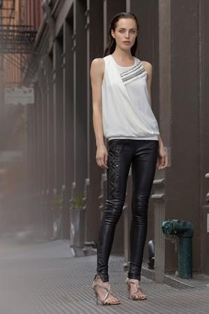 Широкая модная футболка весна лето 2015 с обтягивающими брюками - SB47