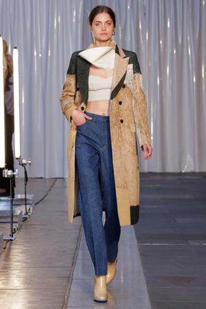 Модные джинсы с завышенной талией с коротким топиком весна лето 2015 – Toga