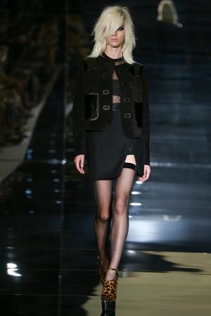 Черная модная короткая приталенная куртка весна-лето 2015 – Tom Ford