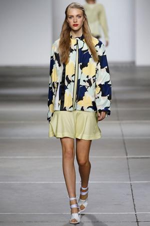 Модная длинная широкая куртка весна лето 2015 с цветочным принтом – Topshop Unique
