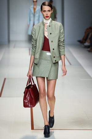 Зеленая модная куртка бомбер весна лето 2015 с зеленой юбкой – Trussardi