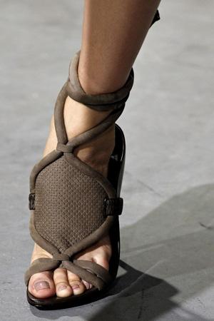 Модные босоножки 2015 – коллекция 3.1 Phillip Lim с ремешками