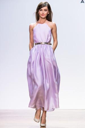 Нежное сиреневое платье в пол от Александра Терехова весна лето 2015