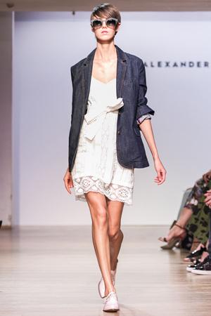 Джинсовый длинный модный пиджак весна лето 2015 – Alexander Terekhov