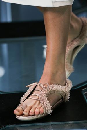 Фото модные босоножки 2015 на низком каблуке – Balenciaga