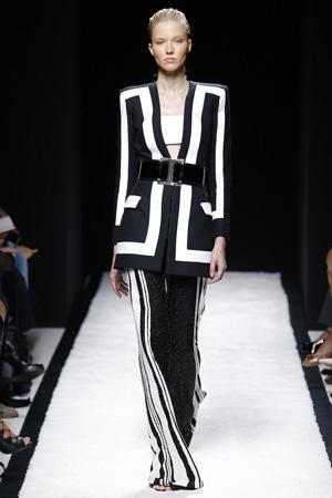 Длинные модный пиджак 2015 с расклешенными брюками в полоску – Balmain весна лето 2015
