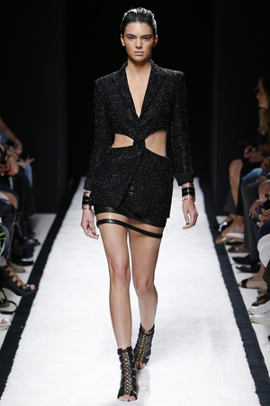 Длинный пиджак с вырезами по бокам – новинка Balmain весна лето 2015