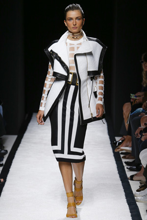 Обтягивающая юбка с рисунком полоска с курткой Balmain весна лето 2015