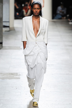 Белый костюм весна лето 2015 Barbara Bui