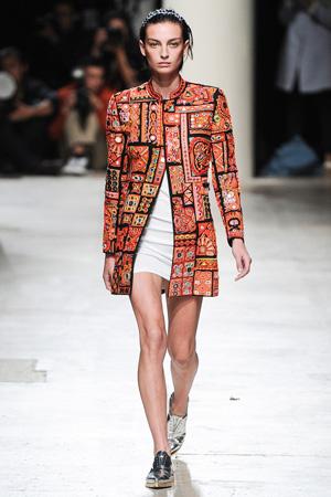 Модный цветной пиджак с серебристыми ботинками – фото мода весна лето 2015 Barbara Bui