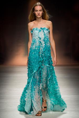 Длинное потрясающее платье с голубым узором – весна лето 2015 Blumarine
