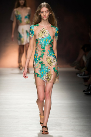 Прозрачное модное платье 2015 с цветами – Blumarine весна лето 2015