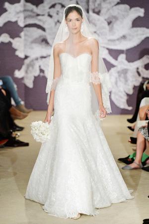 Свадебное модное платье с длинной фатой весна лето 2015 Carolina Herrera