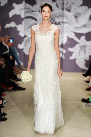 Строгое свадебное платье 2015 Carolina Herrera с закрытым верхом и ажурным украшением