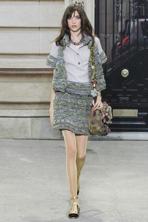 Рубашка Chanel с отделкой вставками из теплой ткани – фото весна лето 2015