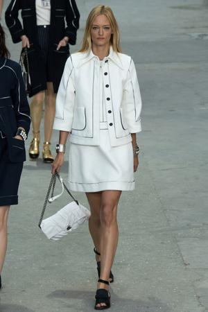 Белый костюм в стиле Chanel фото весна лето 2015
