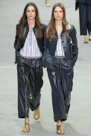 Костюм в пижамном стиле весна лето 2015 Chanel