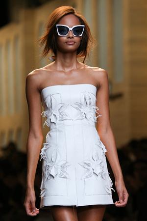 Очки весна лето 2015 с белым модным платьем весна лето 2015 - Fendi