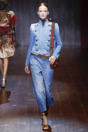 Модная джинсовка весна лето 2015 в стиле милитари – фото Gucci