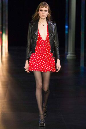 Платье в красный горошек с модной кожаной курткой 2015 Saint Laurent
