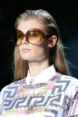 Коричневые модные солнечные очки – Versace весна лето 2015