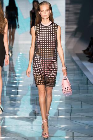 Модное платье из сетки Versace весна лето 2015