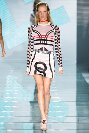 Костюм с короткой юбкой и кофтой Versace 2015
