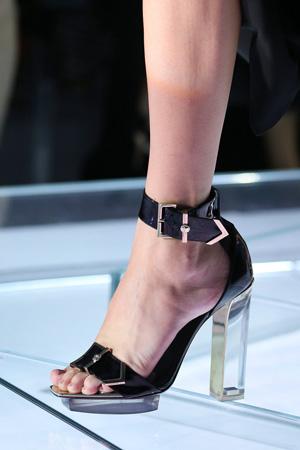 Черные модные босоножки 2015 Versace весна лето 2015