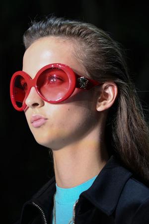 Красные очки стрекозы весна лето 2015 – Versace