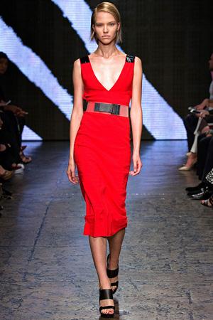 Красное обтягивающее платье Donna Karan