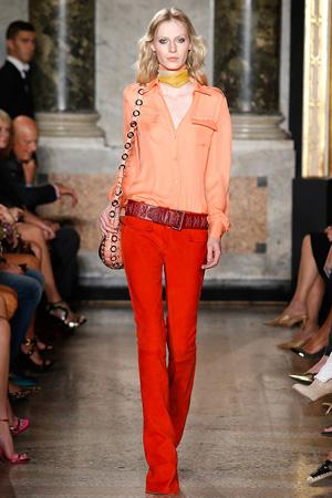 Красные модные брюки весна лето 2015 с розовой блузкой – Emilio Pucci